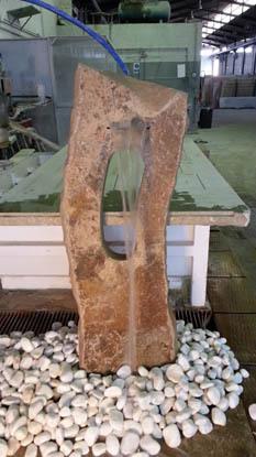 Eduard moragues monolitos y fuentes de piedra para el jard n for Fabricacion de jardines