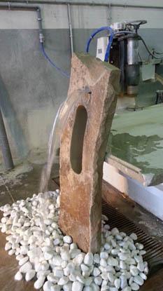 Eduard Moragues Monolitos y fuentes de piedra para el jardn