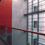 fachada piedra verde musgo