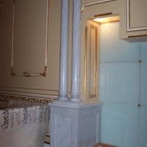 Columna de mármol entrada