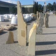 oveliscos decorativos de piedra
